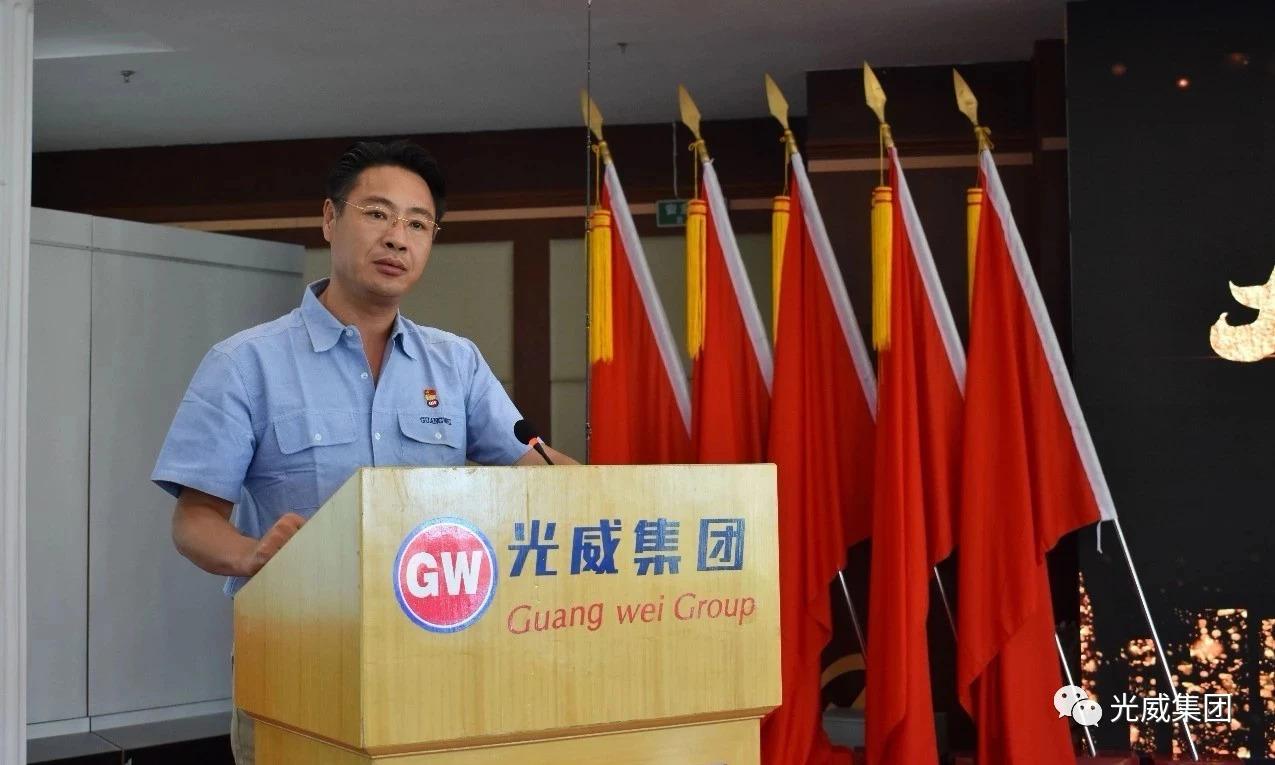 会议中光威户外事业部李俊三部长隆重揭晓并介绍2019年光威新